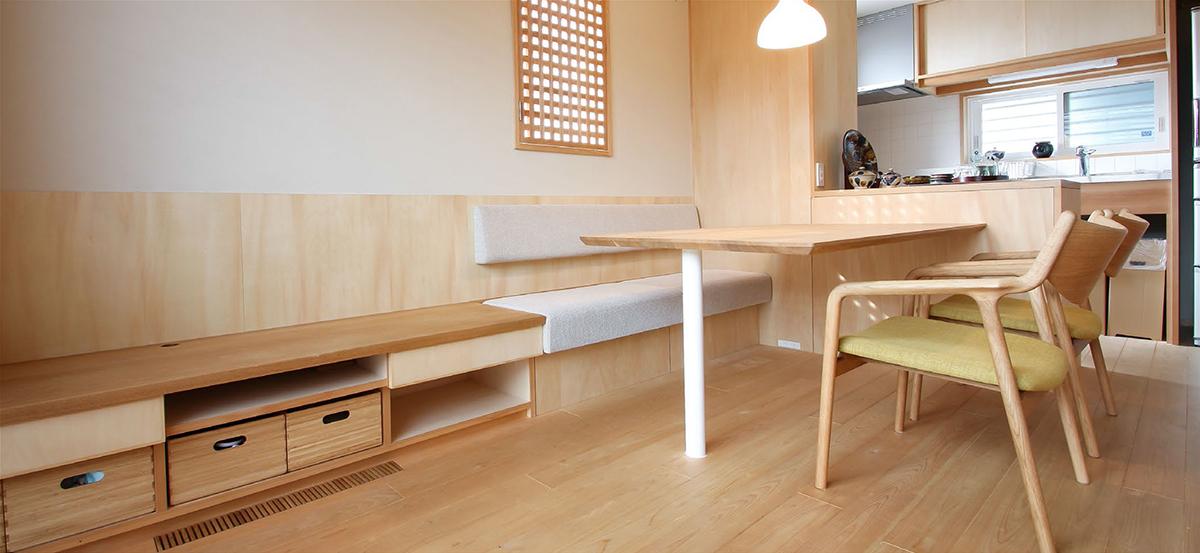 股旅マンスリー 001 空間と一体でデザインしたソファダイニング 創建舎